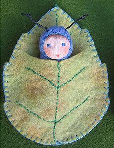 Felt leaf sleeping bag for tiny dolls