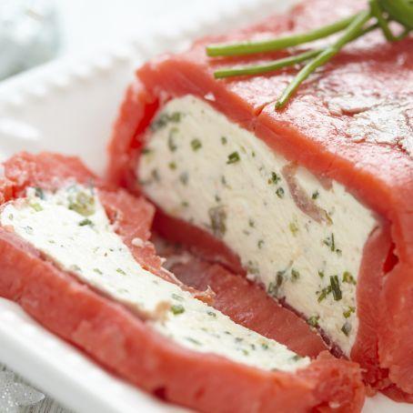 Terrina di salmone affumicato, crema di formaggio ed erba cipollina