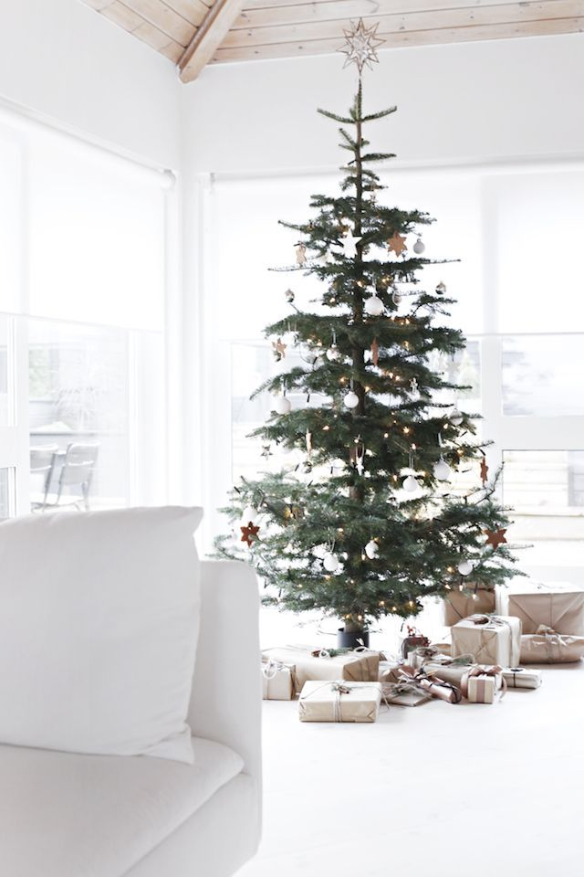 A Norwegian Home On Christmas Eve My Scandinavian Home Scandinavian Christmas Trees Scandinavian Christmas Decorations Minimalist Christmas Tree