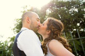 Retouche en photographie de mariageLes photos sont-elles retouchées ?Oui!En général, je passe une à deux journées (parfois plus) à retouche les images afin de leur donner de l'éclat, du punch et de la couleur. Ce n'est donc pas du tout…