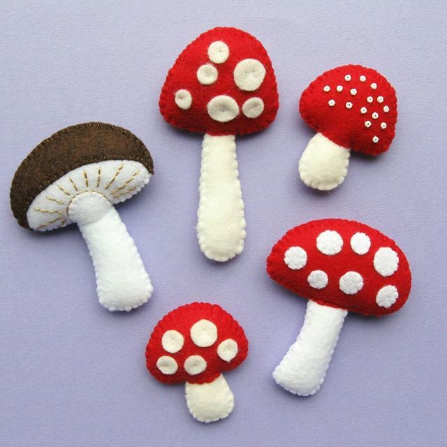 Lots of felt mushrooms / toadstools! Sewing these will be part of the autumn wreath class I'm teaching in London in September