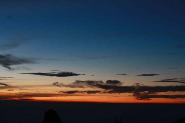 100414. Sunrise bingit @ Penanjakan Gunung Bromo. Akhirnya dapet sunrise setelah sekali php :'3