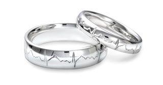ring heart engraved wedding ring