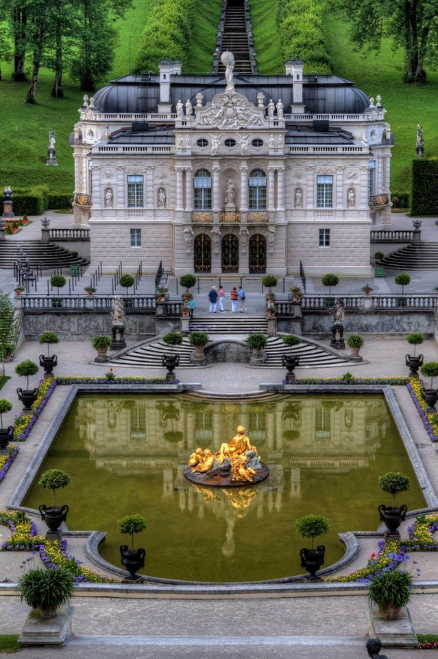 #Steampunk Tendencies | Linderhof Palace (German: Schloss Linderhof) near Ettal Abbey (Germany) designed in the style of the second rococo-period between 1863 and 1886. (Wikipedia) Photo : Clark & Kim Kays
