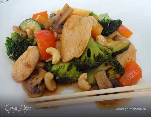 Любителям тайской кухни посвящается... В меру сладкое и остренькое, с мягкой и сочной курочкой, с чуть хрустящими овощами. Устричный соус придает неповторимый аромат и вкус этому блюду.