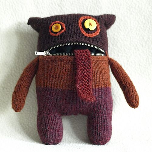 Knitting pattern for a zipper monster