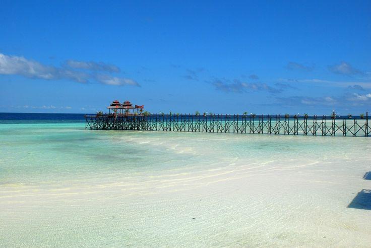 Derawan Island, Indonesia  [Maratua Beach and Resort by Ario Triwibowo]