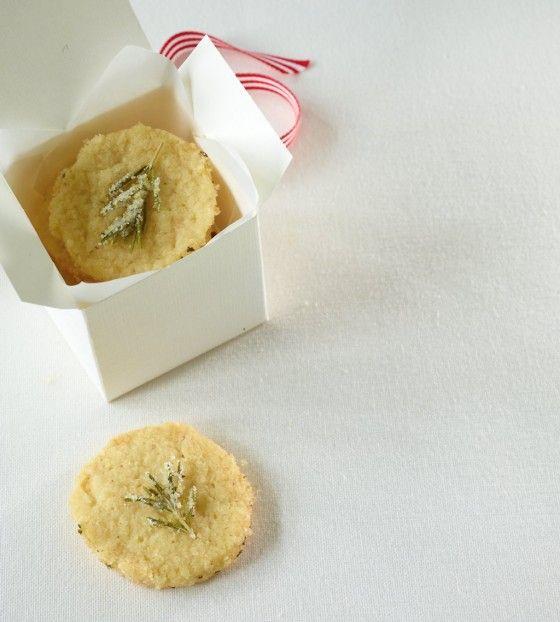 Das etwas andere Weihnachtsgebäck: Zitronen-Rosmarin-Heidesand.