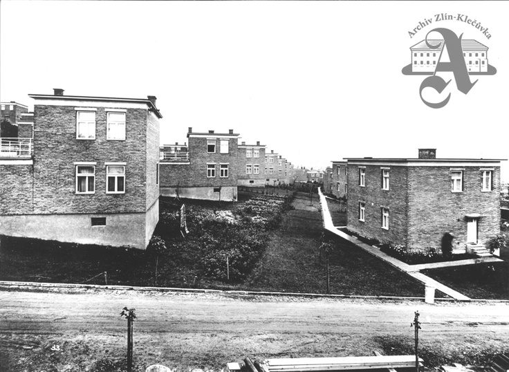 View of one of the streets with semi-detached houses in the Díly district, 1940