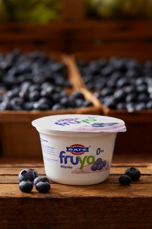 Γλυκά, ζουμερά, λαχταριστά μύρτιλα και στραγγιστό γιαούρτι ΦΑΓΕ με 0% λιπαρά. Φυσική απόλαυση με το νέο Fruyo 0% Μύρτιλο.