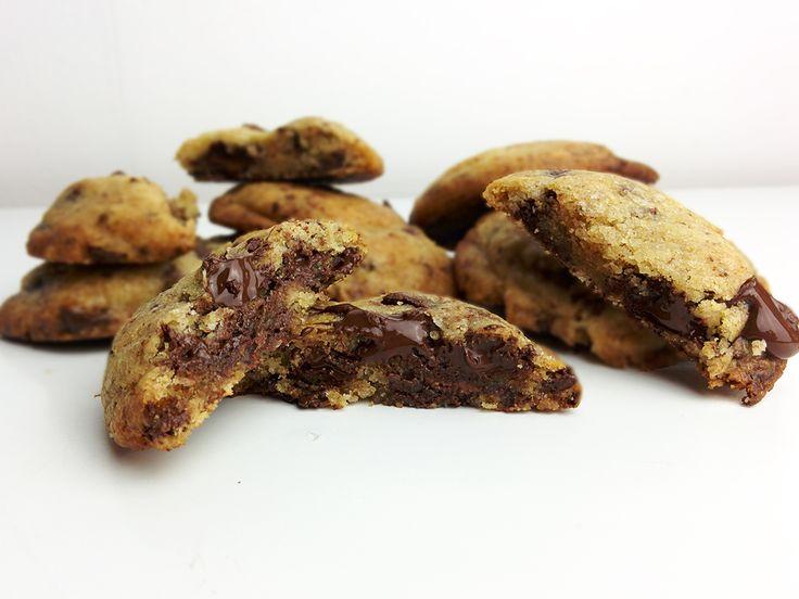 Qui n'a jamais été à la recherche de LA meilleure recette de cookies du monde ? Celle qui donne des cookies moelleux tout en étant croustillants ?