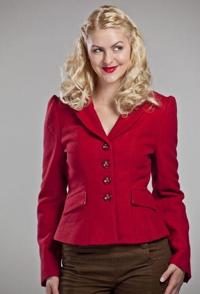Giacca rossa a sirena, in calda lana di alta qualità e interamente foderata.