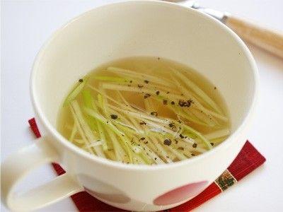 マグカップひとつで簡単! シンプル香味野菜スープ