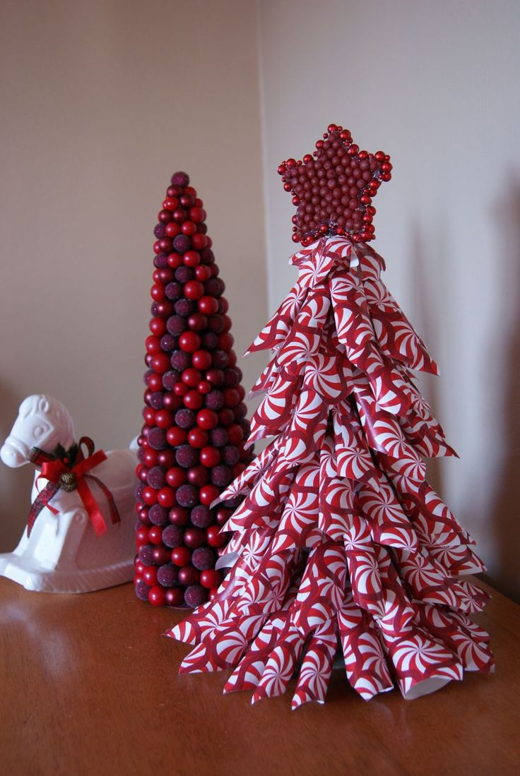Paper christmas tree craft paper cone christmas tree for Cardboard cones for crafts