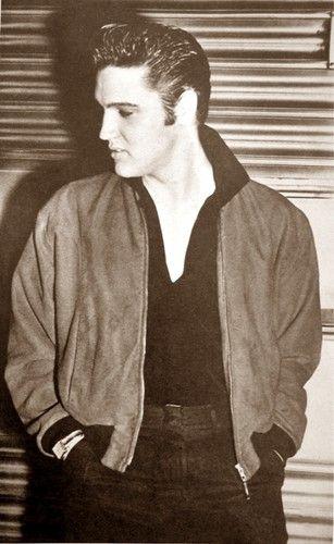 ★ Elvis ☆  - elvis-presley Photo