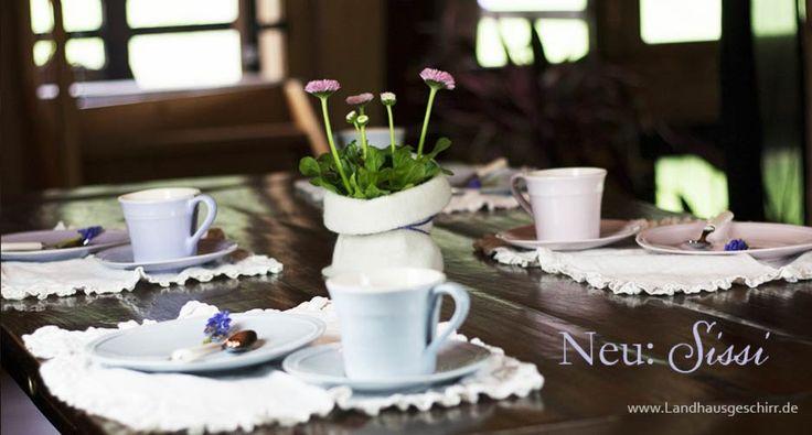 zauberhaftes pastellfarbenes kaffee und essgeschirr in hellblau zartrosa und flieder neues. Black Bedroom Furniture Sets. Home Design Ideas