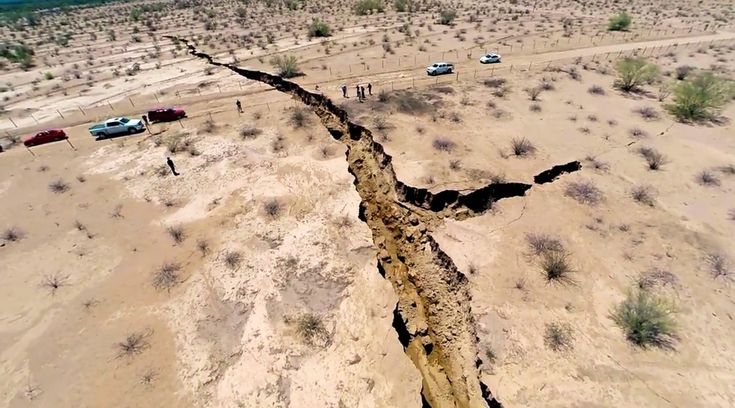Half a mile long mysterious crack splits the ground in Northern Mexico – scientists puzzled over possible cause | The Extinction Protocol