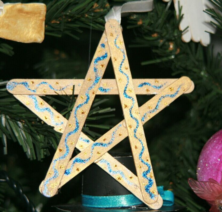 Diy for kids.  Christmas star with popsicle sticks
