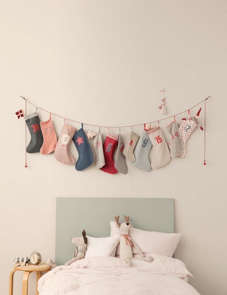 25 chaussettes étendues sur un codron
