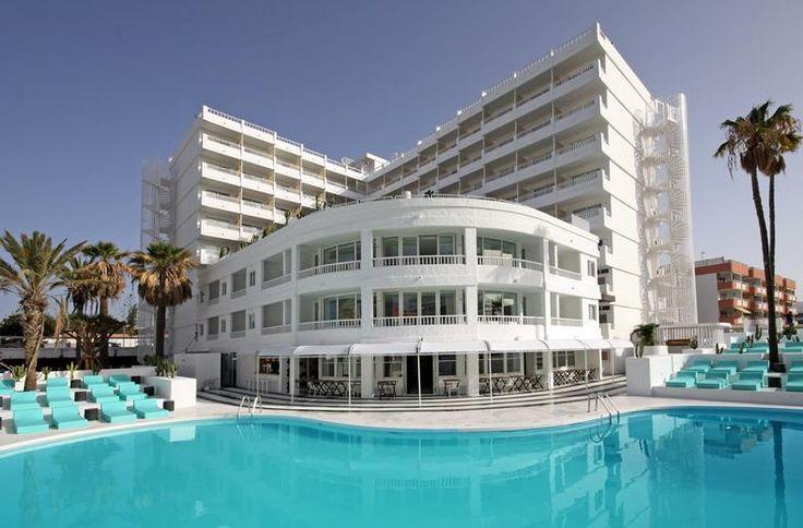 SCENE hotels zijn relaxte en levendige hotels met in de omgeving trendy winkeltjes, clubs en bars. Middenin het centrum ligt het hotel. Dichtbij het strand en volledig gerenoveerd in frisse lounge-stijl! Als de zon ondergaat kom je thuis in de meest moderne en trendy kamers van Gran Canaria zijn. Lekker rustig ook, want kinderen kom je niet tegen in dit adults only hotel. Kortom, hotel Scene Gold by Marina is ideaal voor wie op zoek is naar een trendy en hip verblijf op een perfecte locatie.