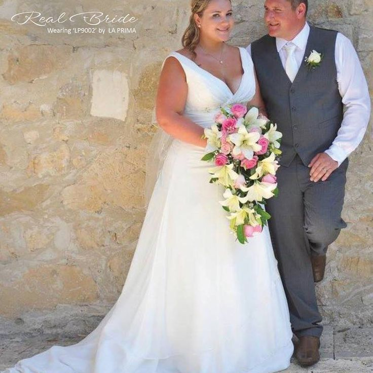 Real Bride Elizabeth Looks Absolutely Stunning In Lp9002 By La Prima This Beautiful