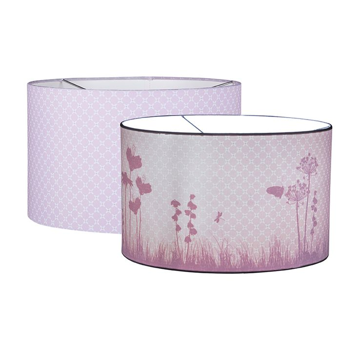 De shilouette lamp sweet pink. Als het licht aan gaat komen de vlinders te voorschijn.  Verkrijgbaar bij www.tinyheroes.nl www.kinderslaapkamer.com