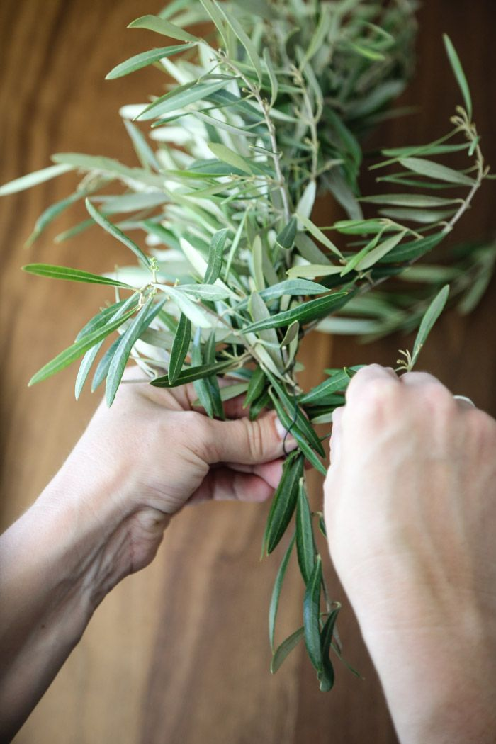How to make a simple Olive Garland centerpiece