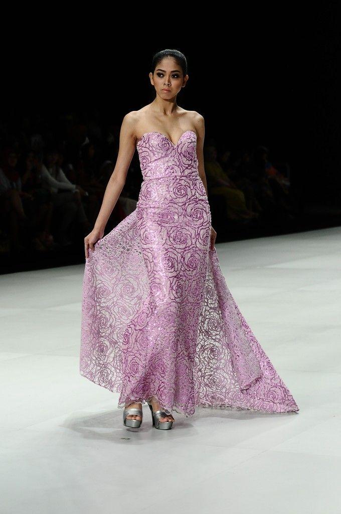 http://www.zimbio.com/pictures/XekggnDd7rY/Indonesia Fashion Week 2014/RY5qZz3zWQm