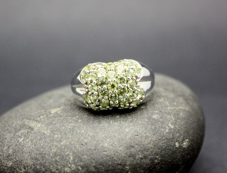 CLUSTER of PERIDOT STONES set in .925 STERLING SILVER RING FAST FREE SHIPPING !!