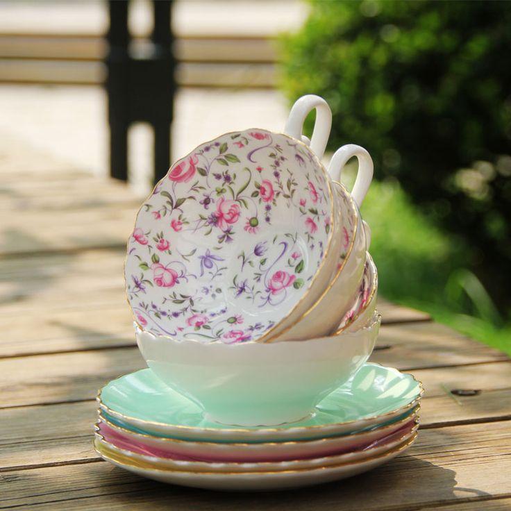 Pas cher Anglais après   midi thé, De haute qualité en porcelaine tasse de café et soucoupe, Style japonais tasse coupe d'europe, Livraison gratuite, Acheter  Tasses et Soucoupes de qualité directement des fournisseurs de Chine:                         À propos de porcelaine                             Bone China est un hybride dur-pâte porcelain