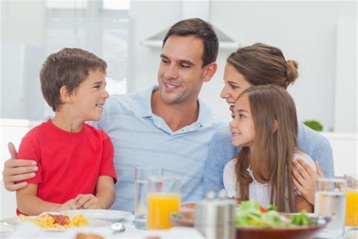 Claves para la comunicación en familia: debe basarse en confianza y no en la sospecha. Es importante saber actuar con empatía, lo que significa ponerse en...