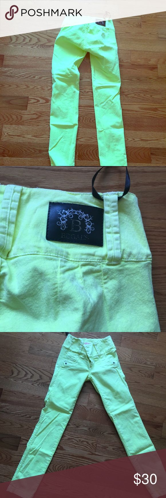 Original Colombian women jeans forms the butt Original Colombian women jeans forms the butt automatically  Size 8  Neon yellow  Brand new  Before $100 now $30 Columbia Jeans Straight Leg