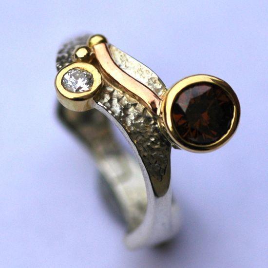 Unusual design - basilisk ring with argyle diamond