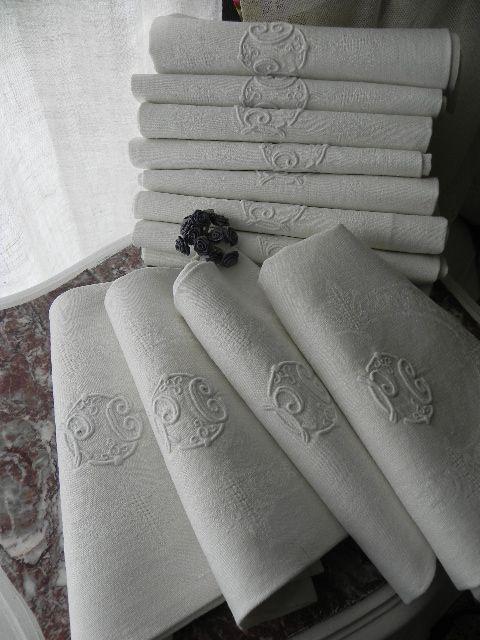 Linen napkins with embroidery.  Lovely linge ancien12 serviettes en damassé de lin monogramme PC