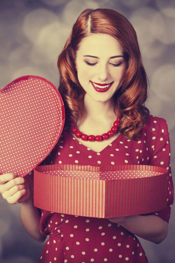 ...direkt nach dem Auspacken meine Valentinstags-Geschenke bei Facebook posten?Elli M. (26 Jahre): Auf keinen Fall! Das geht nur mich und meinen Liebsten etwas an. Lucy (21 Jahre): Da spricht doch nichts dagegen. Meine Freunde können ruhig sehen, wie viel Mühe sich mein Schatz gegeben hat.Was meint ihr dazu: Machen oder lassen?