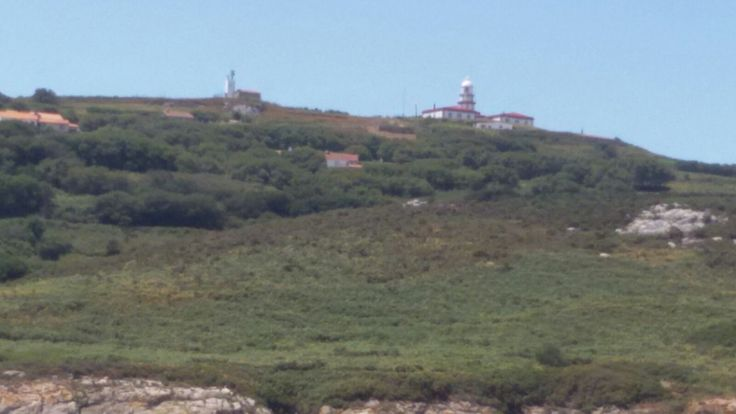 ¿Sabías que el Faro de Ons data del año 1865? Si quieres ir a verlo, Servinauta Sanxenxo pone a tu disposición servicio de alquiler de embarcación de recreo para que puedas acceder a este entorno natural y realizar una excursión con tu familia y/o amigos. www.servinauta.com #IsladeOns #IlladeOns #Islas #Vacacionesenfamilia #Alquilerdebarcos #Sanxenxo #Galicia #RíasBaixas #Mar #Playa #Excursiones #Trip #Boat #Historia #Geografía #Naturaleza #Verano #Summer #NationalGeographic #TurismoNáutico…