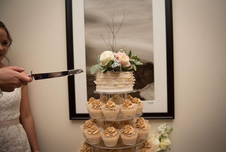 #weddingflowers #weddingcake #cakeflowers #wedding #weddingdetails #weddingdecor #incarnations