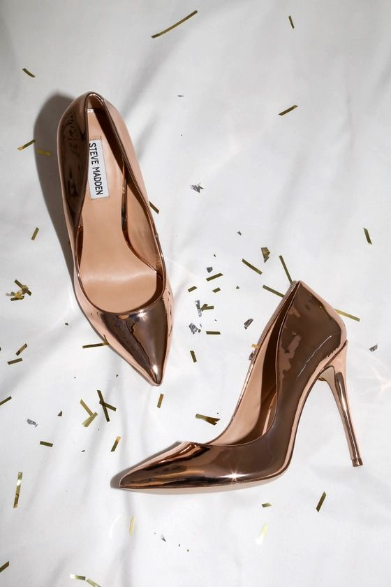 Steal the show with the Steve Madden Daisie Rose Gold Patent Pumps!  Metallic, patent vegan leather covers the pointed toe upper of these super  sexy pumps, ...