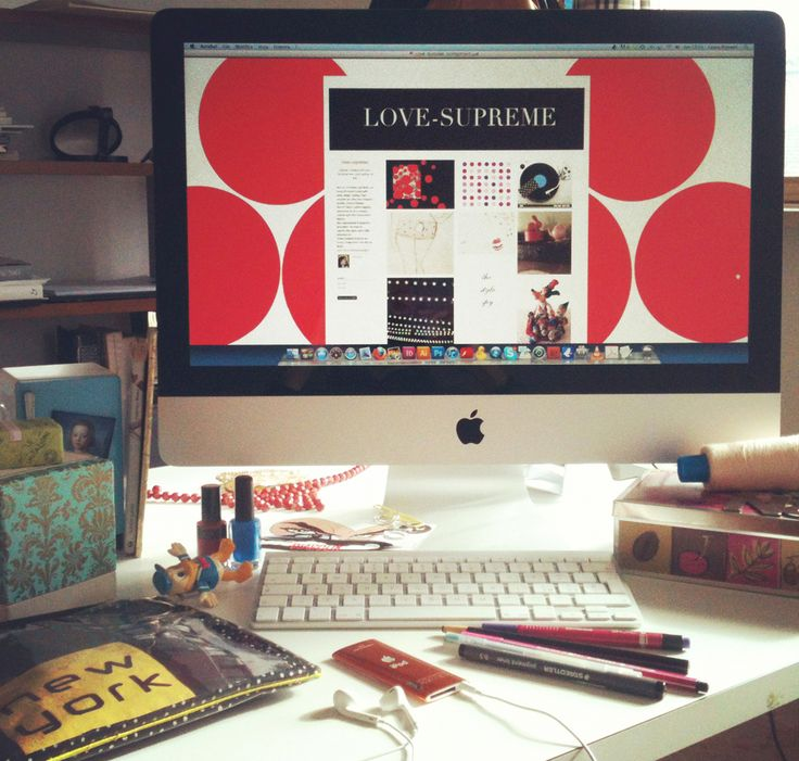 my desk while I work at a post of my blog # lovelovesupreme