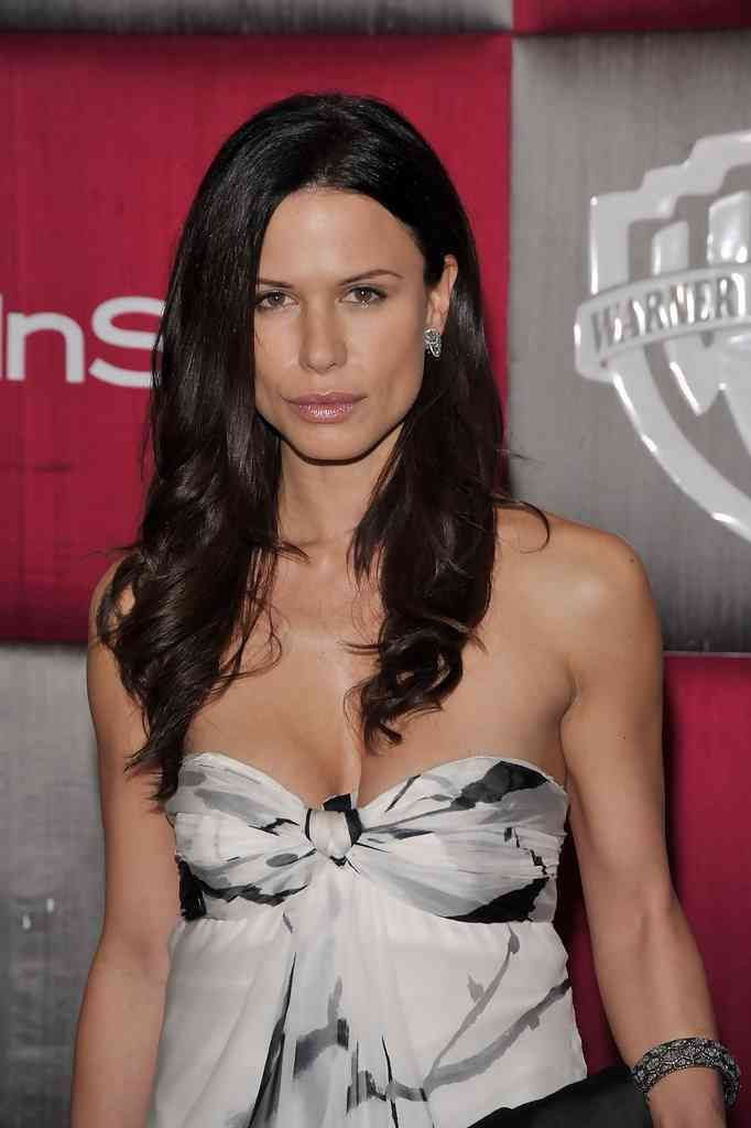 rhona-mitra-long-wavy-cut.jpg (682×1024)