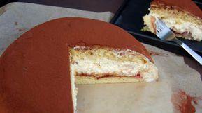 Lav denne lækre lagkage, som alle vil elske. Opskriften er på en kæmpe kartoffelkage med creme, marmelade, makroner og det lækreste marcipanlåg. Mums.