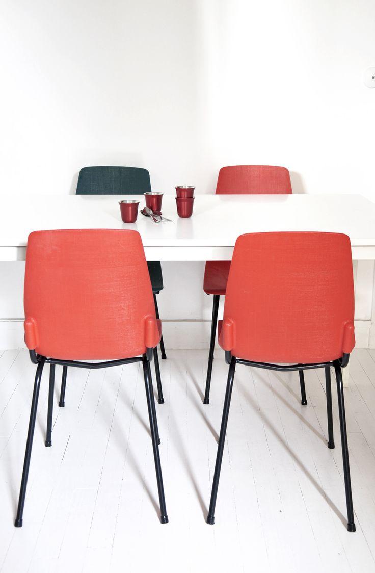 chaise fantasia chaise plastique rouge mobilier vintage bel ordinaire bel ordinaire e. Black Bedroom Furniture Sets. Home Design Ideas