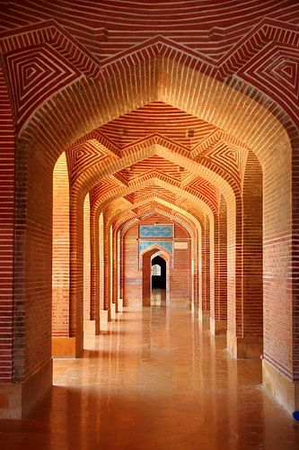 https://flic.kr/p/MMV3v | IMG_2208 | Shah Jahan Mosque was built in the reign of Mughal emperor Shah Jahan. It is located in Thatta, Pakistan. It is included in the UNESCO World Heritage and has been to preserved since its entry - wikipedia