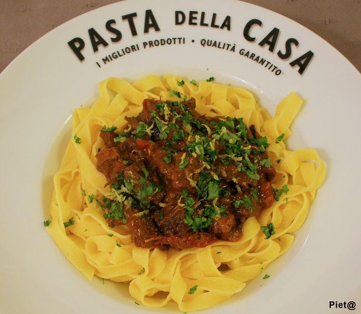 Pieta's hapjes: Italiaans stoofvlees met gremolata en tagliatelle