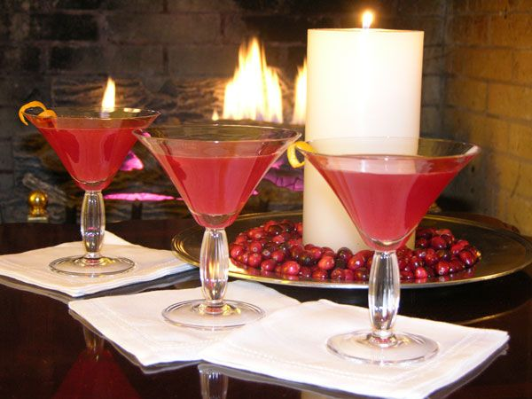 Thanksgiving cocktail recipes pomegranate cranberry kiss for Thanksgiving drink recipes with alcoholic