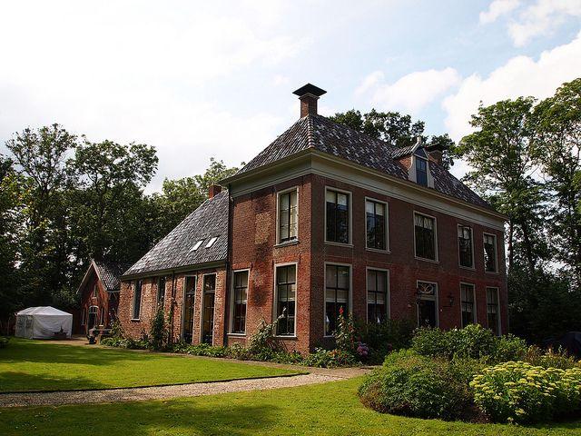 Ezinge, Groningen, Netherlands. De Allersmaborg is gebouwd in een meander van het Reitdiep tussen Ezinge en Aduarderzijl. De borg is niet op een wierde gebouwd maar dichtbij de uitmonding van een oude waterloop in het Reitdiep. Dit doet vermoeden dat de eerste vestiging tussen 1200 en 1400 ligt. Voor 1200 waren de dijken onvoldoende betrouwbaar om buitendijks te wonen.