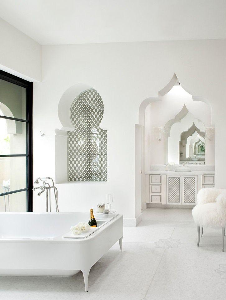 Moroccan luxury bathroom idea inspiration | white master luxury bathroom is simply gorgeous | #luxurybathroomideas #homedecorideas #bathroomdecor