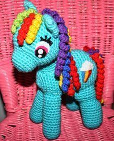 """KrudtuglensMor: Opskrift på hæklet My Little Pony! Er helt ny og startede med denne - mangler kun """"håret"""". Lækker nem opskrift :)"""
