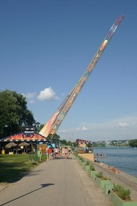 If you're an adrenalin junkie, Belgrade won't let you disappointed. Among many other amusements for people of action, there's a bungee jumping platform at the Ada Ciganlija island.