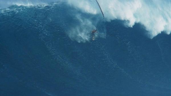 Surfen: Weltrekord auf der Monsterwelle - Mehr Sport - FAZ 06.05.2012 | Foto: Diesen spektakulären Sturz vor Maui überstand Garett McNamara unverletzt - Eliot Leboe/Billabong | Surfen  Weltrekord auf der Monsterwelle  06.05.2012 ·  24 Meter hoch war die Welle, die der Hawaiianer Garrett McNamara vor der Küste Portugals hinunterbrauste. Das ist die höchste Welle, die ein Wellenreiter jemals gesurft ist, und das auch mit einem Bild dokumentieren konnte.